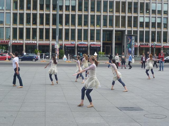 dancers-2096070_640
